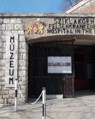 sziklakórház