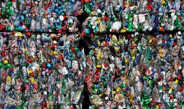 műanyag